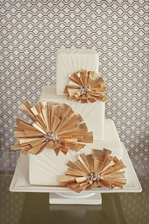 white-gold-art-deco-wedding-cake